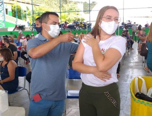 Município de Jataúba inicia vacinação dos profissionais da Educação